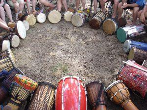 Mikael Khei Maguti: Trommer i sirkel